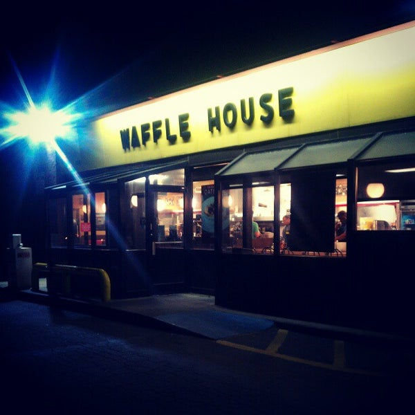 Photo taken at Waffle House by julian t. on 4/18/2013