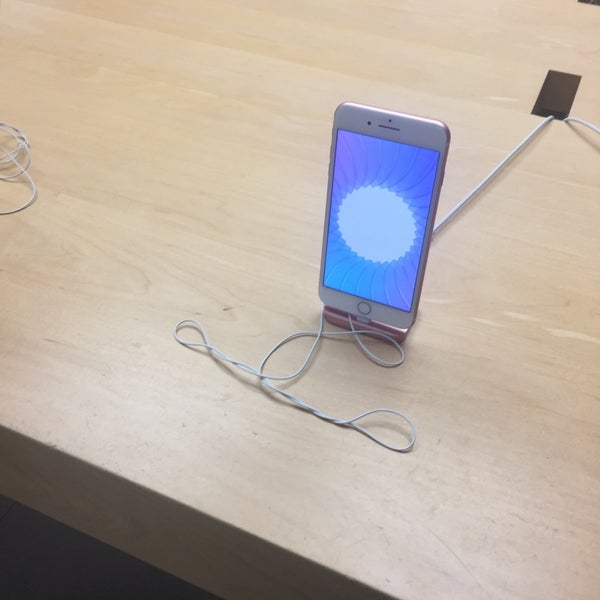 Photo taken at Apple La Cantera by Andy S. on 11/5/2016