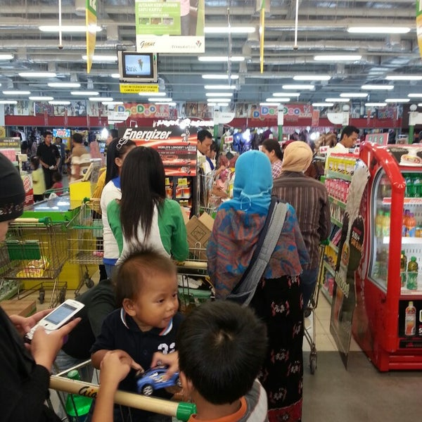 Photo taken at Giant Hypermarket by Ivan on 6/28/2013