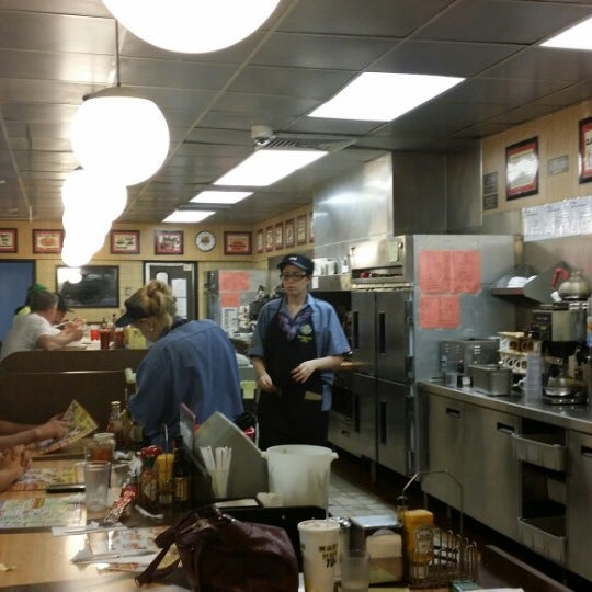 Photo taken at Waffle House by Cool S. on 5/1/2014