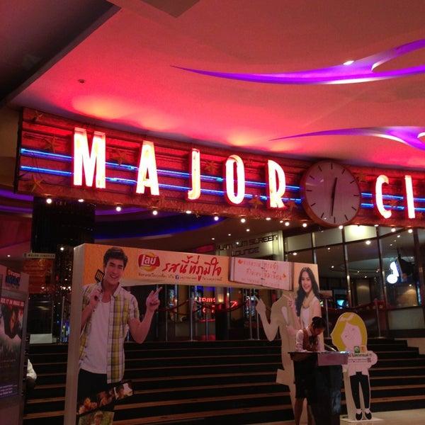 Photo taken at Major Cineplex Ratchayothin (เมเจอร์ ซีนีเพล็กซ์ รัชโยธิน) by issada on 6/8/2013