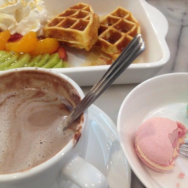 Photo taken at brown sugar cafe by Nokweed on 5/5/2015