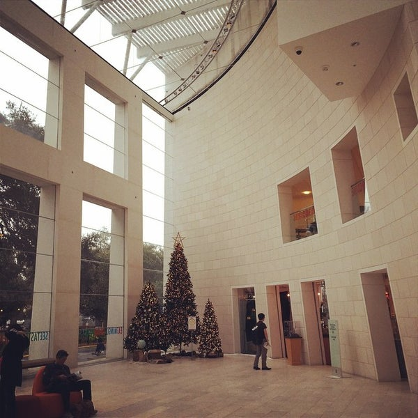 Photo taken at Telfair Museums' Jepson Center by Dan K. on 12/29/2014