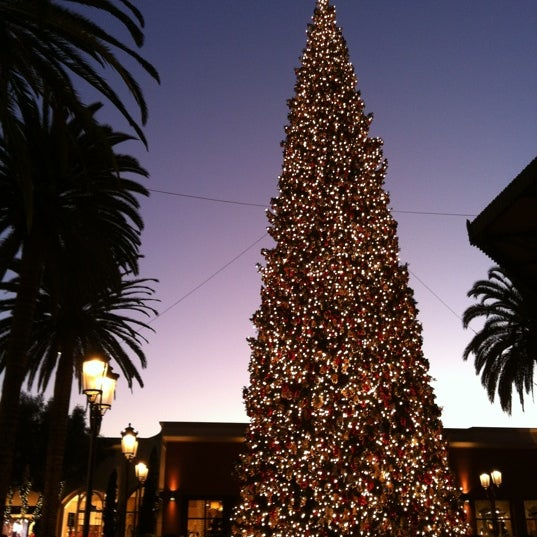 Photo taken at Fashion Island by Chongho L. on 11/22/2012