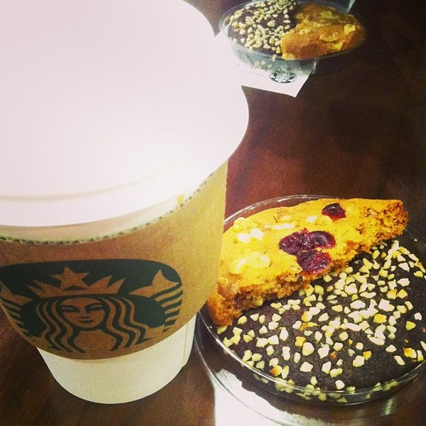 Photo taken at Starbucks by Myoungha S. on 2/9/2013