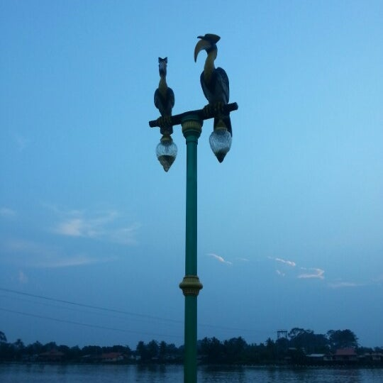 Photo taken at เข่ือนเรียงหิน by Thananpaphak on 10/2/2012