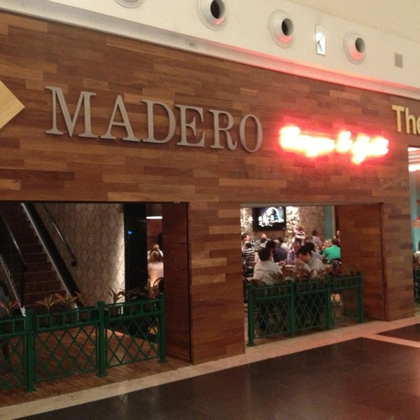 Photo taken at Madero Burger & Grill by Thiago on 2/7/2013