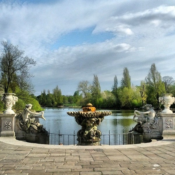 Photo taken at Kensington Gardens by Andrey A. on 5/4/2013