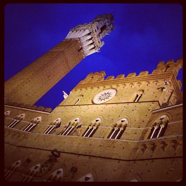 Photo taken at Piazza del Campo by Flavio T. on 3/13/2013