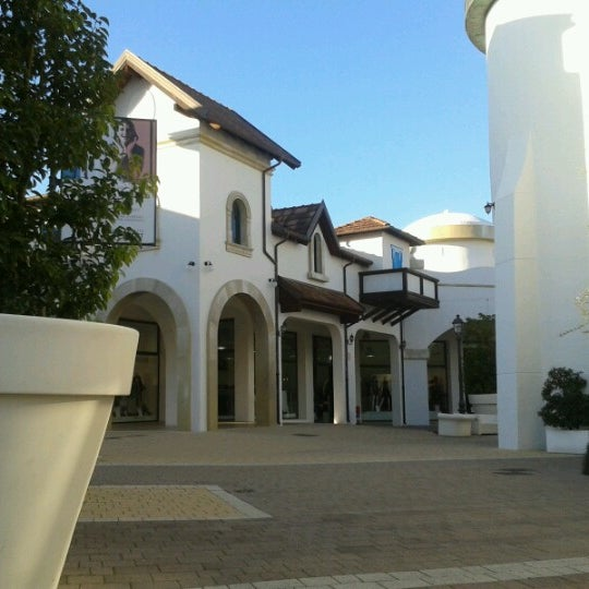 Photo taken at Fashion District - Molfetta Outlet by SemplicementeBlu on 12/30/2012