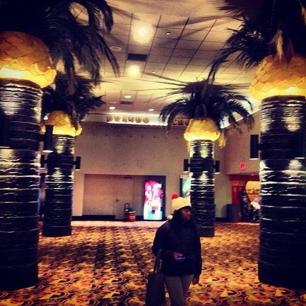Снимок сделан в AMC Loews Lincoln Square 13 пользователем Rafael 2/12/2013