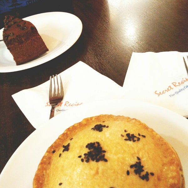 Photo taken at Secret Recipe by Gloria L. on 4/13/2015