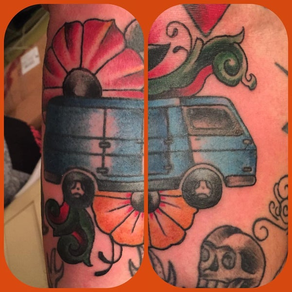 Photo taken at Let It Bleed Tattoo by Dannyboy on 8/27/2015