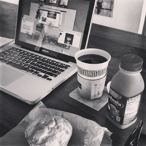 Photo taken at Peet's Coffee & Tea by Derrick on 6/28/2013