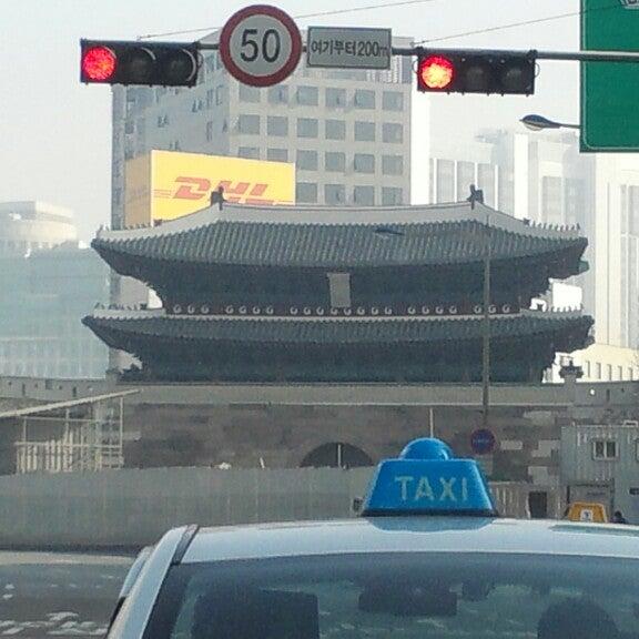 Photo taken at 숭례문 (崇禮門, Sungnyemun) by 창덕 임. on 3/9/2013