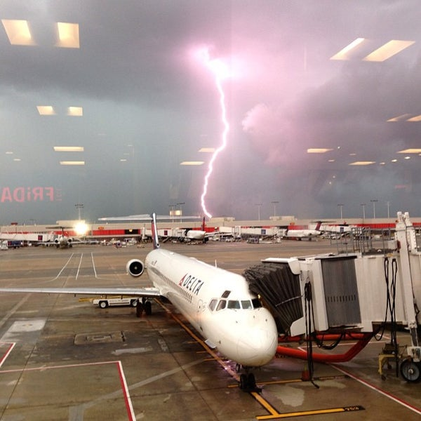 Photo taken at Hartsfield-Jackson Atlanta International Airport (ATL) by Whit I. on 7/22/2013