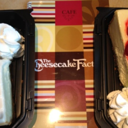 Photo taken at Cheesecake Factory by Fatih T. on 11/7/2013