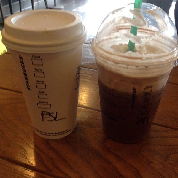 Photo taken at Starbucks by Reuel C. on 8/31/2014