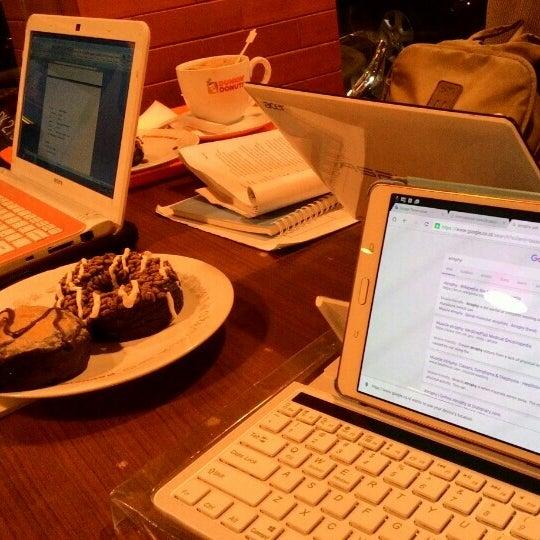 Photo taken at Dunkin' Donuts by dwita p. on 10/23/2015