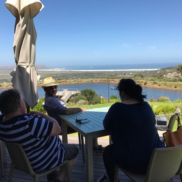 Where's Good? Holiday and vacation recommendations for Cape Town, South Africa. What's good to see, when's good to go and how's best to get there.
