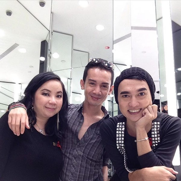 Photo taken at MAC Cosmetics by ridz n. on 10/27/2015