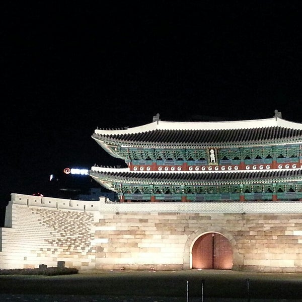 Photo taken at 숭례문 (崇禮門, Sungnyemun) by youngmin K. on 5/5/2013