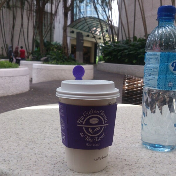 Photo taken at The Coffee Bean by Ibrahim A. on 1/8/2014