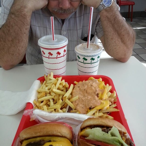 Photo taken at In-N-Out Burger by Bonnie F. on 1/13/2014