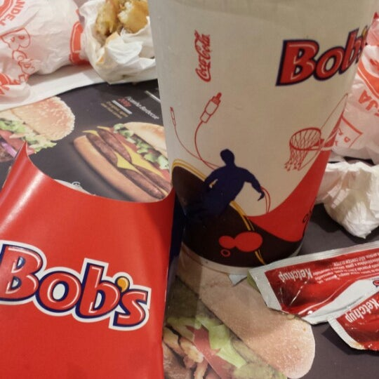 Photo taken at Bob's by Clauber T. on 12/12/2013