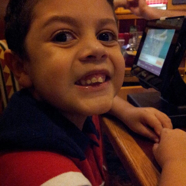Photo taken at Red Robin Gourmet Burgers by Melissa M. on 1/19/2014