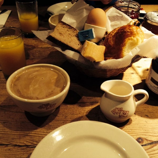 Photo taken at Le Pain Quotidien by Vini N. on 5/1/2014