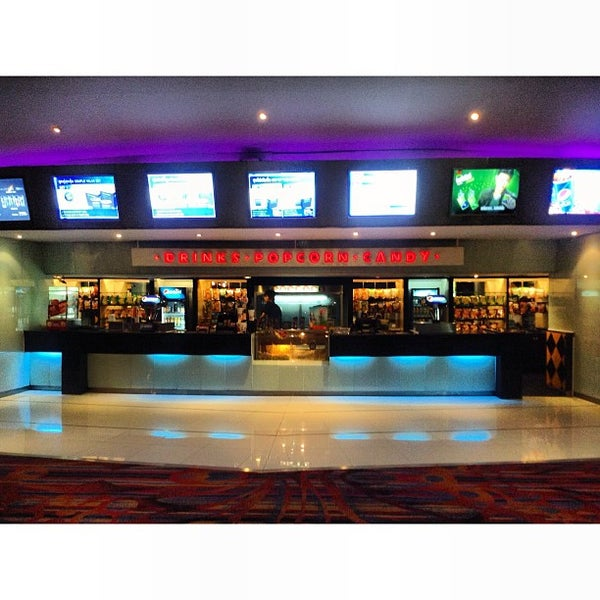 Photo taken at Major Cineplex Ratchayothin (เมเจอร์ ซีนีเพล็กซ์ รัชโยธิน) by KissCaT C. on 7/9/2013