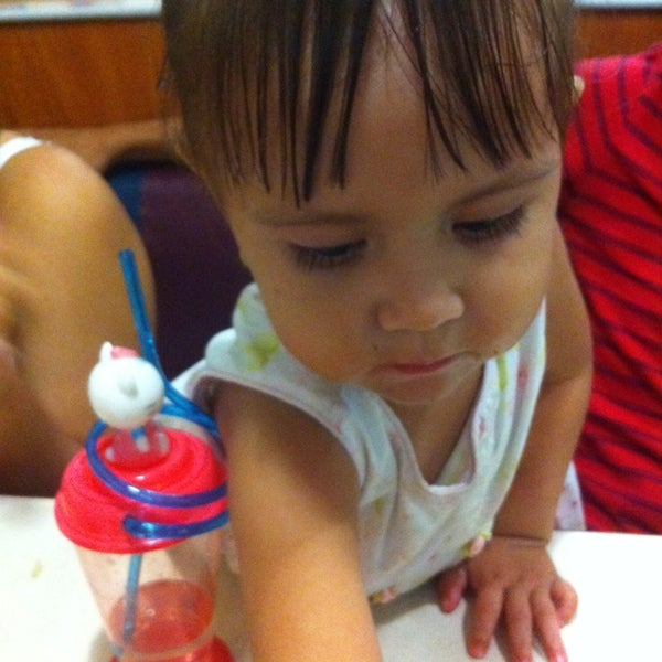 Photo taken at Pizza Hut by La Mojarrita G. on 10/8/2014