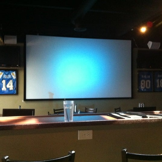 Photo taken at Stadium Sports Bar & Restaurant by Marc L. on 11/5/2012