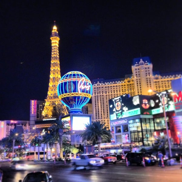Photo taken at The Las Vegas Strip by Hélène H. on 4/2/2013