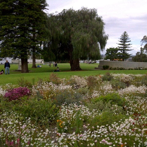 Photo taken at Kings Park and Botanic Garden by Tuhteen on 10/7/2012