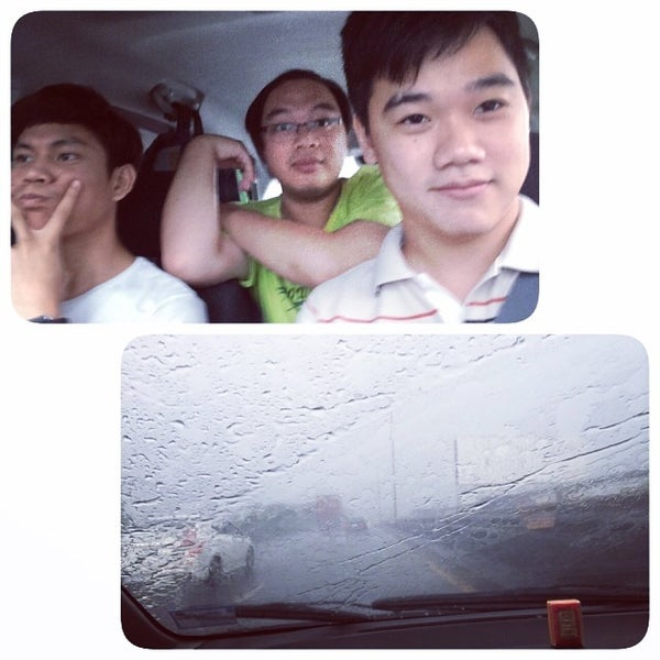 Photo taken at ด่านฯ ดาวคะนอง (Dao Khanong Toll Plaza) by Chotewut P. on 6/21/2014
