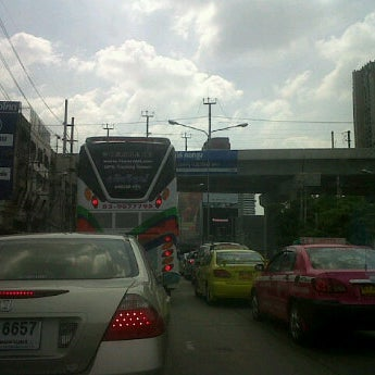 Photo taken at แยกอโศก-เพชรบุรี (Asok-Phetchaburi Intersection) by Pound P. on 10/19/2012