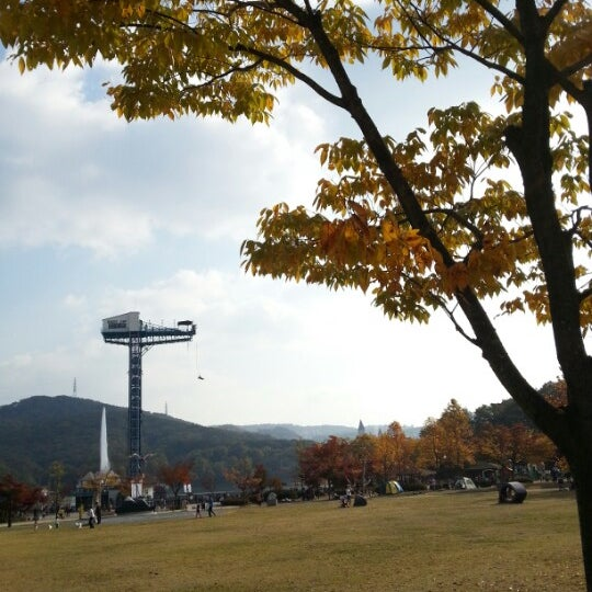 Photo taken at 율동공원 (Yuldong Park) by jasonk y. on 10/21/2012