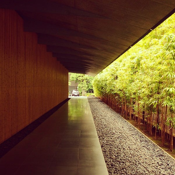 Photo taken at 根津美術館 (Nezu Museum) by Keiichiro S. on 7/27/2013