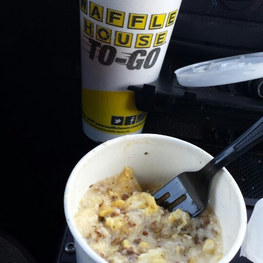Photo taken at Waffle House by Cleveland G. on 5/15/2013