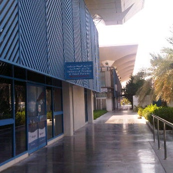 Photo taken at Emirates Post Office مكتب بريد الإمارات by 【ツ】ZuesSexyAphrodite【ツ】 on 10/19/2011