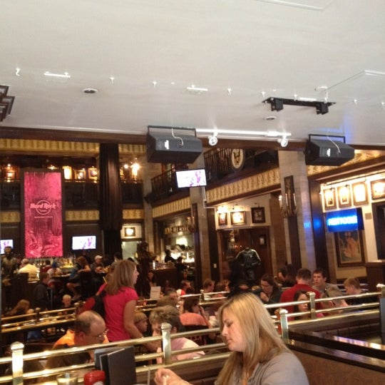 Photo taken at Hard Rock Cafe Washington DC by Felipe M. on 4/4/2012