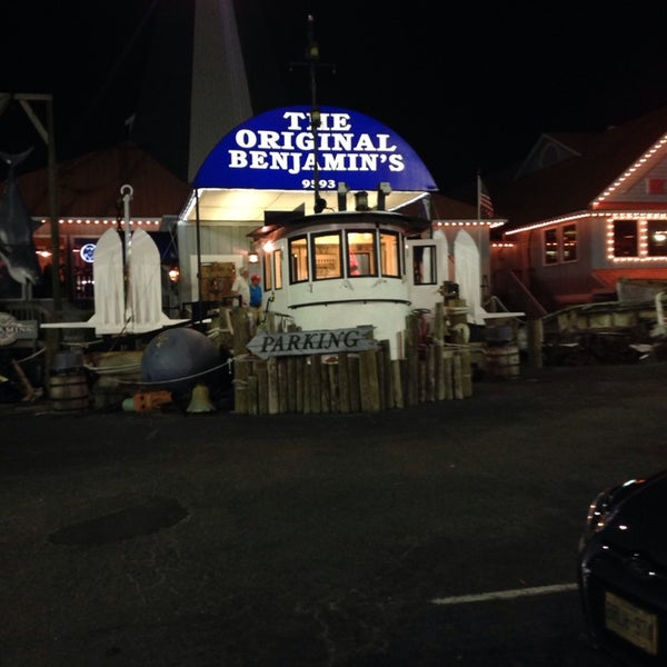 Photo taken at The Original Benjamin's Calabash Seafood by Edgar H. on 3/13/2014