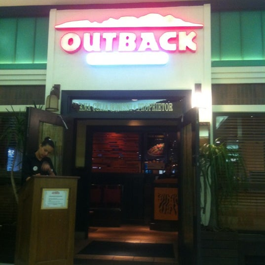 Foto tirada no(a) Outback Steakhouse por Day B. em 11/20/2012