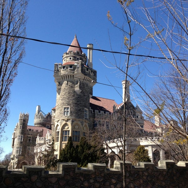 Photo taken at Casa Loma by Ikky D. on 3/30/2014