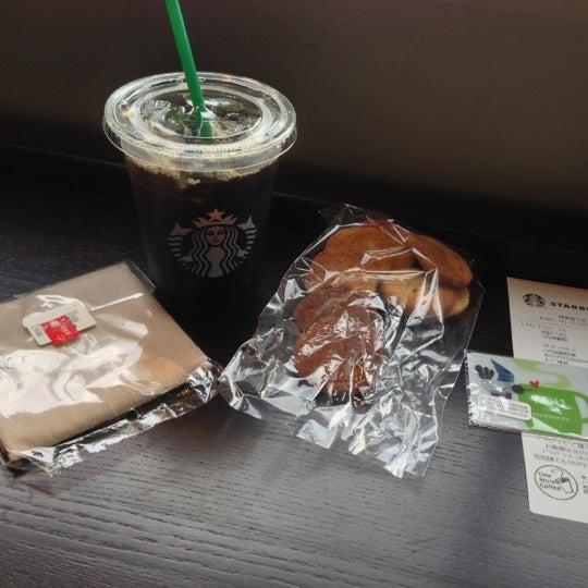 Photo taken at Starbucks by Kazuki Y. on 10/6/2012