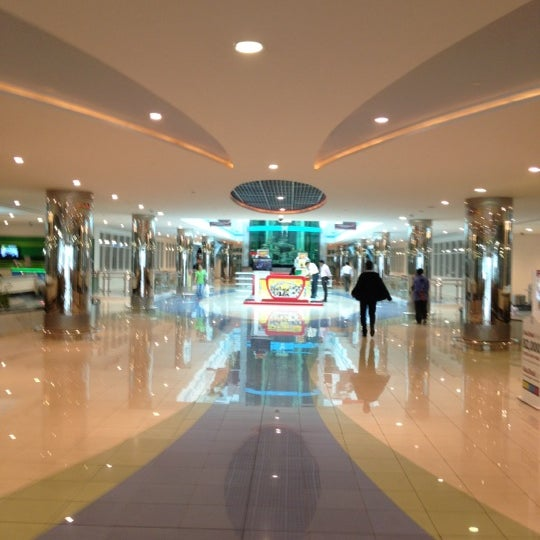 Photo taken at Mushrif Mall | مشرف مول by BuSaif A. on 11/5/2012