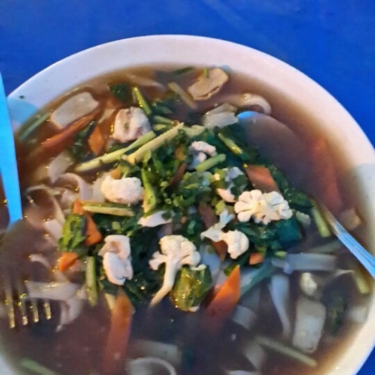 Photo taken at Restoran Pinang Sebatang by Mohd H. on 7/14/2013