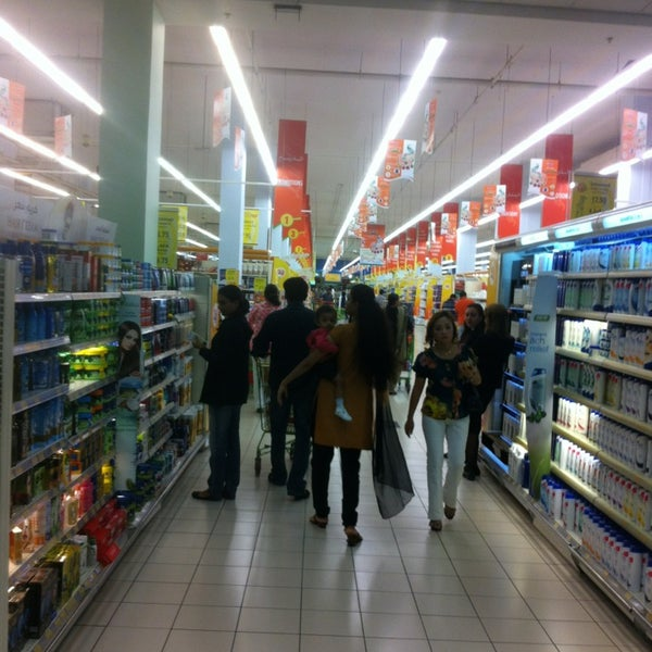 Photo taken at Lulu Hypermarket مركز اللولو by Bertil L. on 2/1/2013